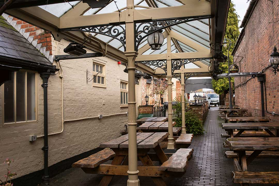 The Swan, Cheltenham - Beer Garden